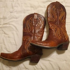 Lightly worn Ariat boots
